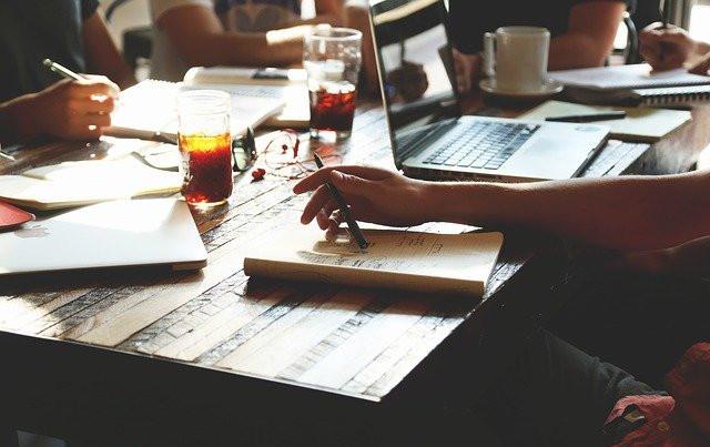 Notre mission: accompagner les chercheurs d'emploi, dynamiser leurs recherches, briser leur isolement, favoriser leur retour à l'emploi.